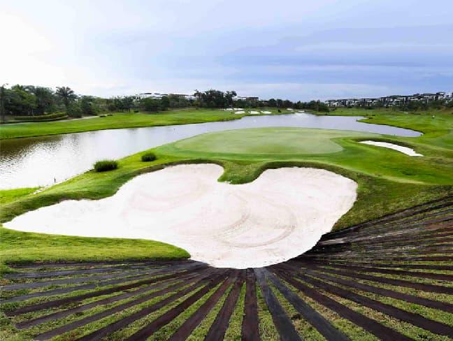 18 Holes International Championship Golf Course